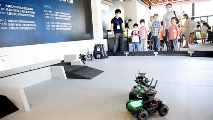 新一代的机器人、绘本、乐高模型……来看智能教育长什么样