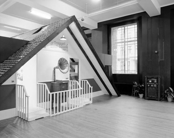 """1977年,伦敦科学博物馆的""""The Trumpet Shall Sound""""展览入口。 © Science Museum/Science & Society Picture Library"""