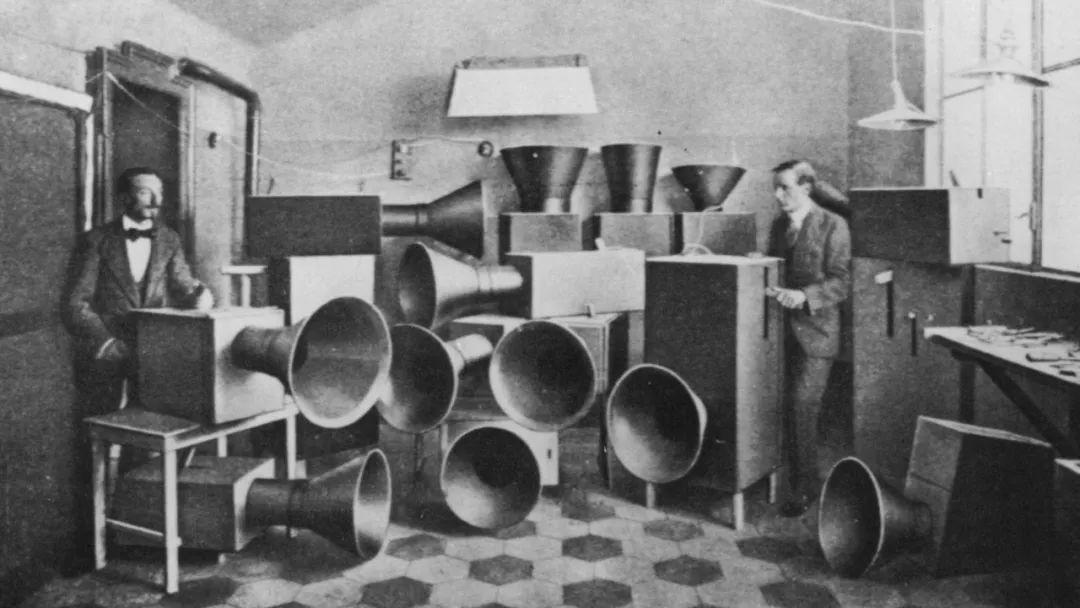 未来主义艺术家路易吉·鲁索洛(Luigi Russolo, 1883-1947)的噪音装置。 主讲人供图