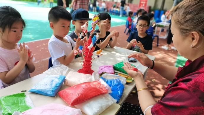 非遗文化、跳蚤市场、音乐剧,今天孩子们的快乐是幼儿园给的