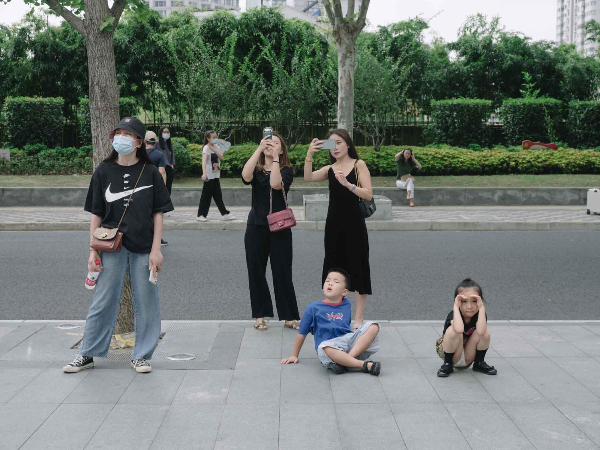 2020年9月,上海人行道上。本文图片除注明外均为 澎湃新闻记者 周平浪 图