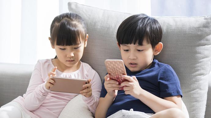 心理问答| 孩子该不该玩手机,我被专家们整焦虑了