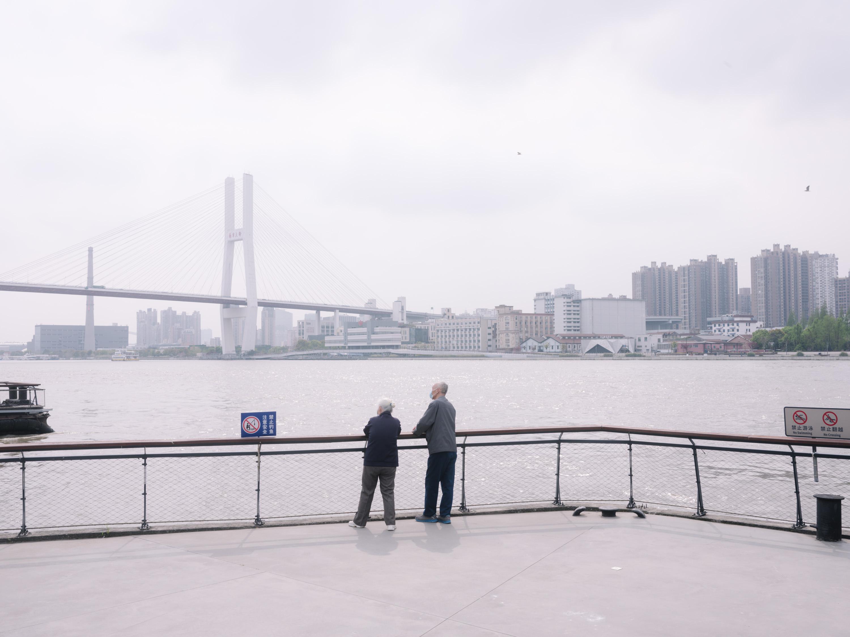 2020年春,上海黄浦江边。