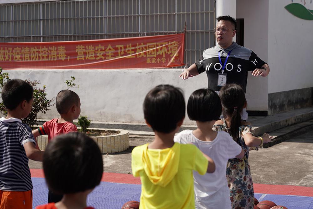 必晟娱乐平台注册:雪域童年|支教手记:烈日下,志愿者用汗水编织学生的体育梦