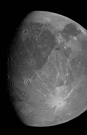 """""""朱诺""""号6月7日使用 JunoCam 相机拍摄的木卫三照片"""