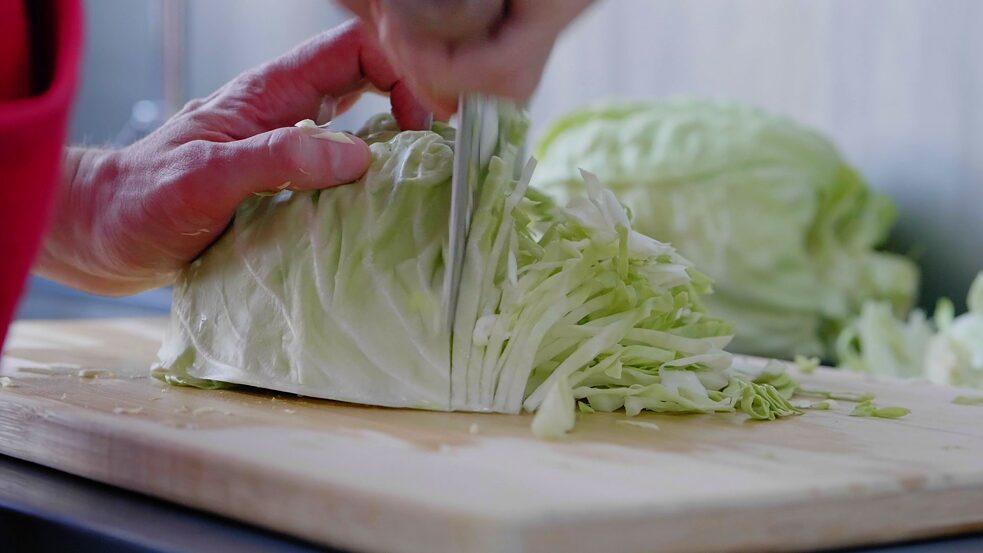 陈皮在制作泡菜。©北京德国文化中心·歌德学院(中国)