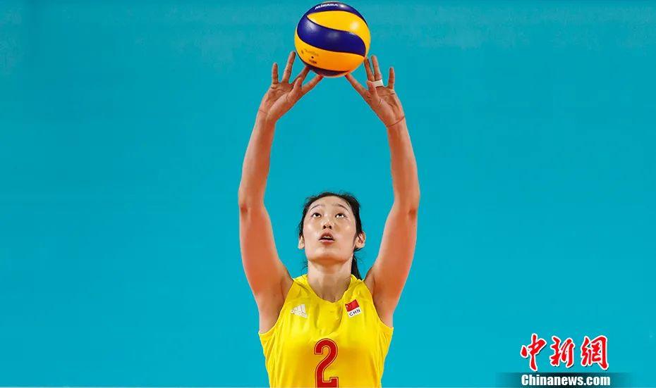 2018年亚运会期间,女排主力朱婷在赛场上。 中新社记者 杜洋 摄