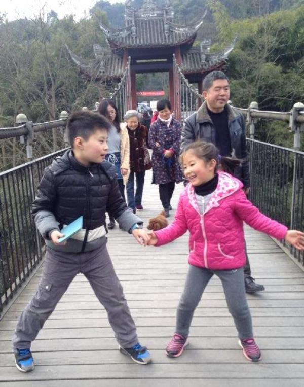 作者的孩子和玩伴。