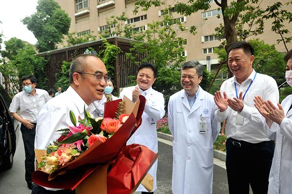 张定宇来到仁济医院。本文图片 上海仁济医院 供图