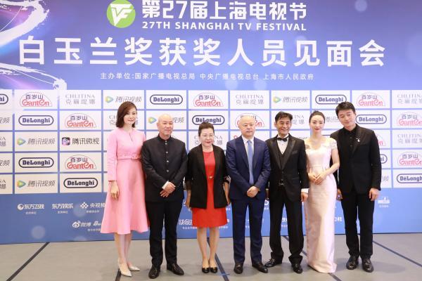 本届白玉兰奖评委会在颁奖典礼结束后接受媒体采访。摄影 薛松