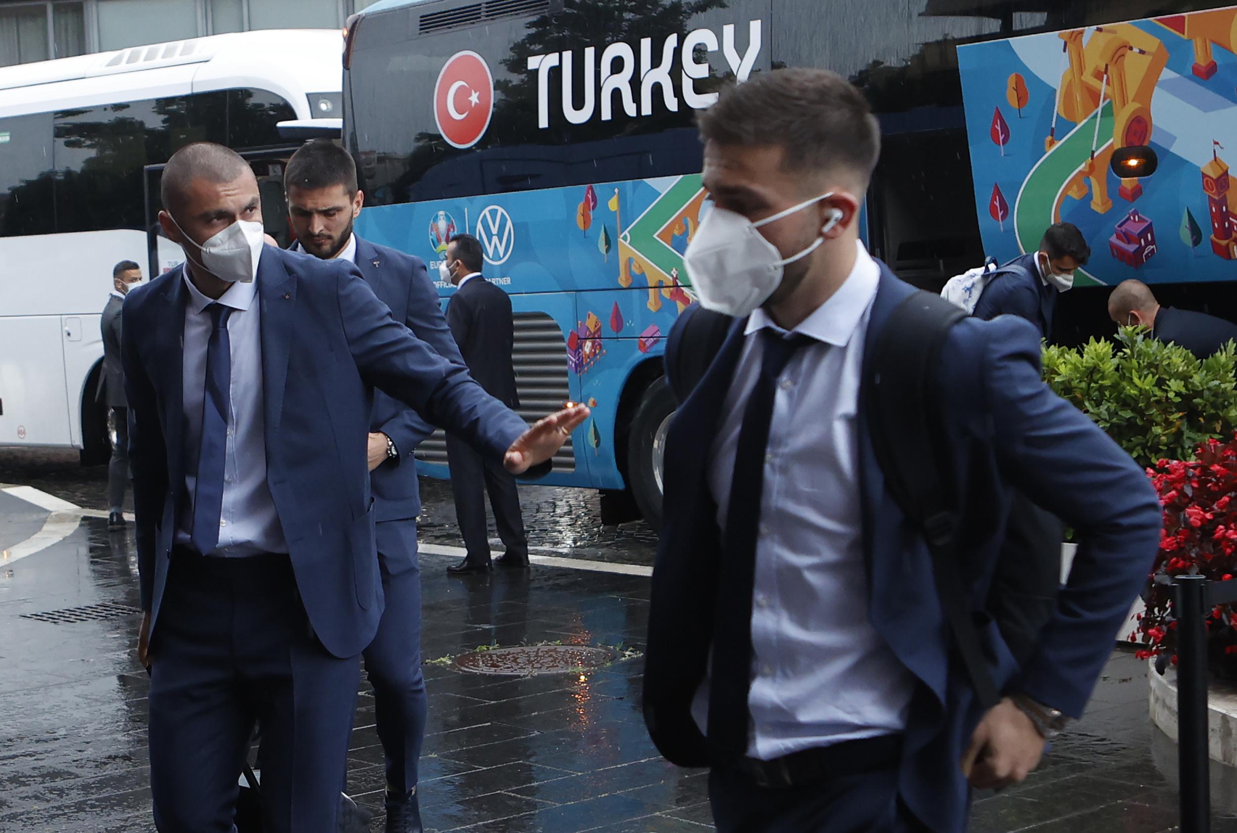 土耳其前锋伊尔马兹(左)曾效力中超北京国安。