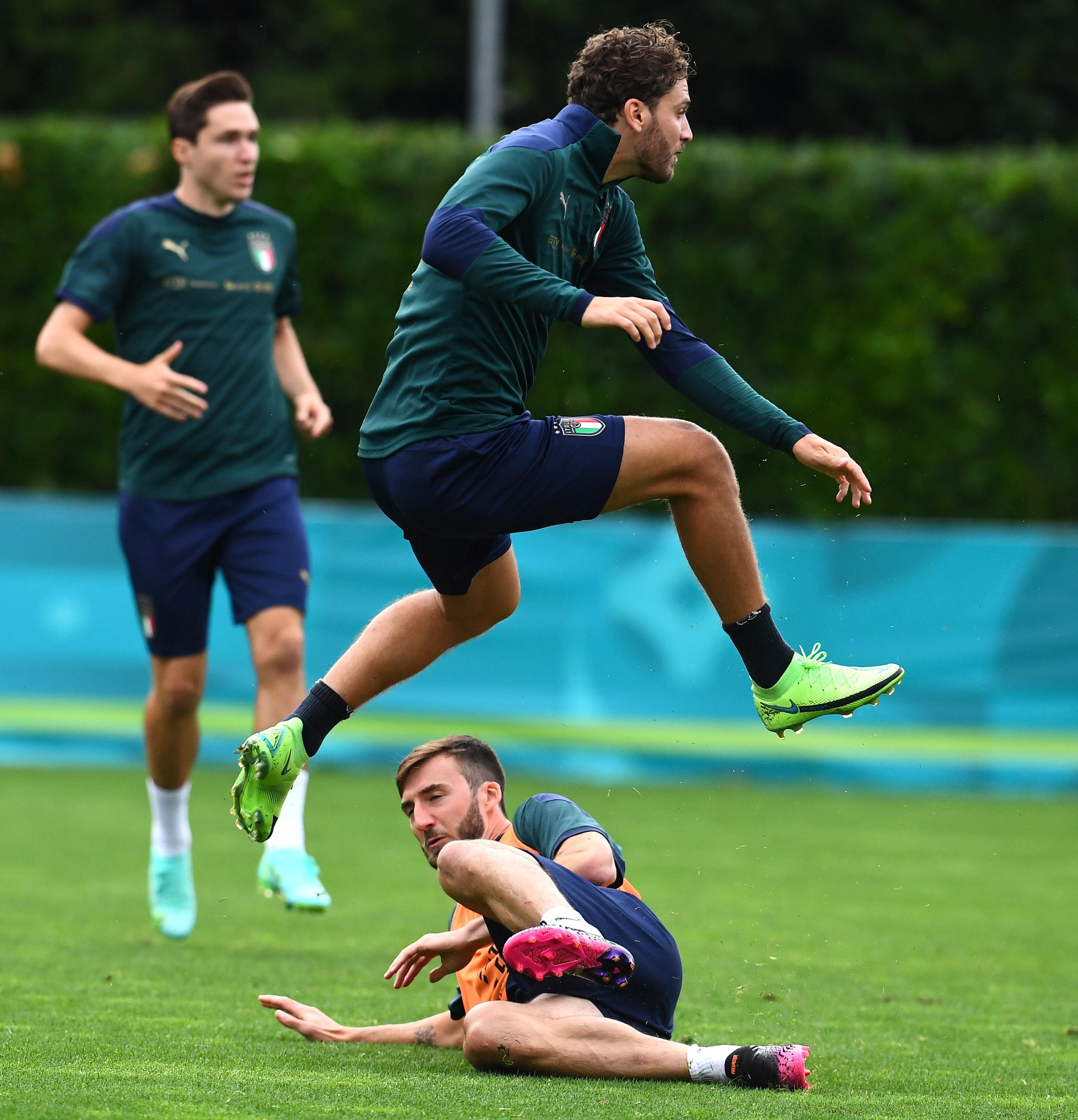 意大利队在训练中。