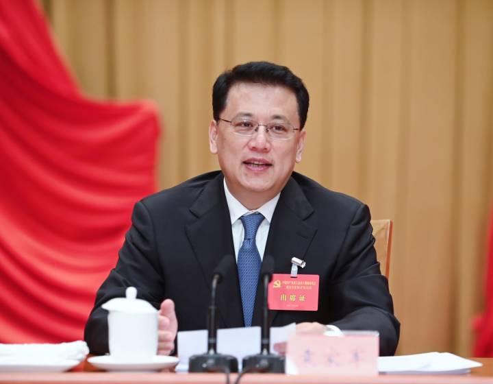 6月10日至11日,省委十四届九次全体(扩大)会议在杭州举行。省委常委会主持会议,省委书记袁家军讲话。 本文图均为浙江新闻客户端 图