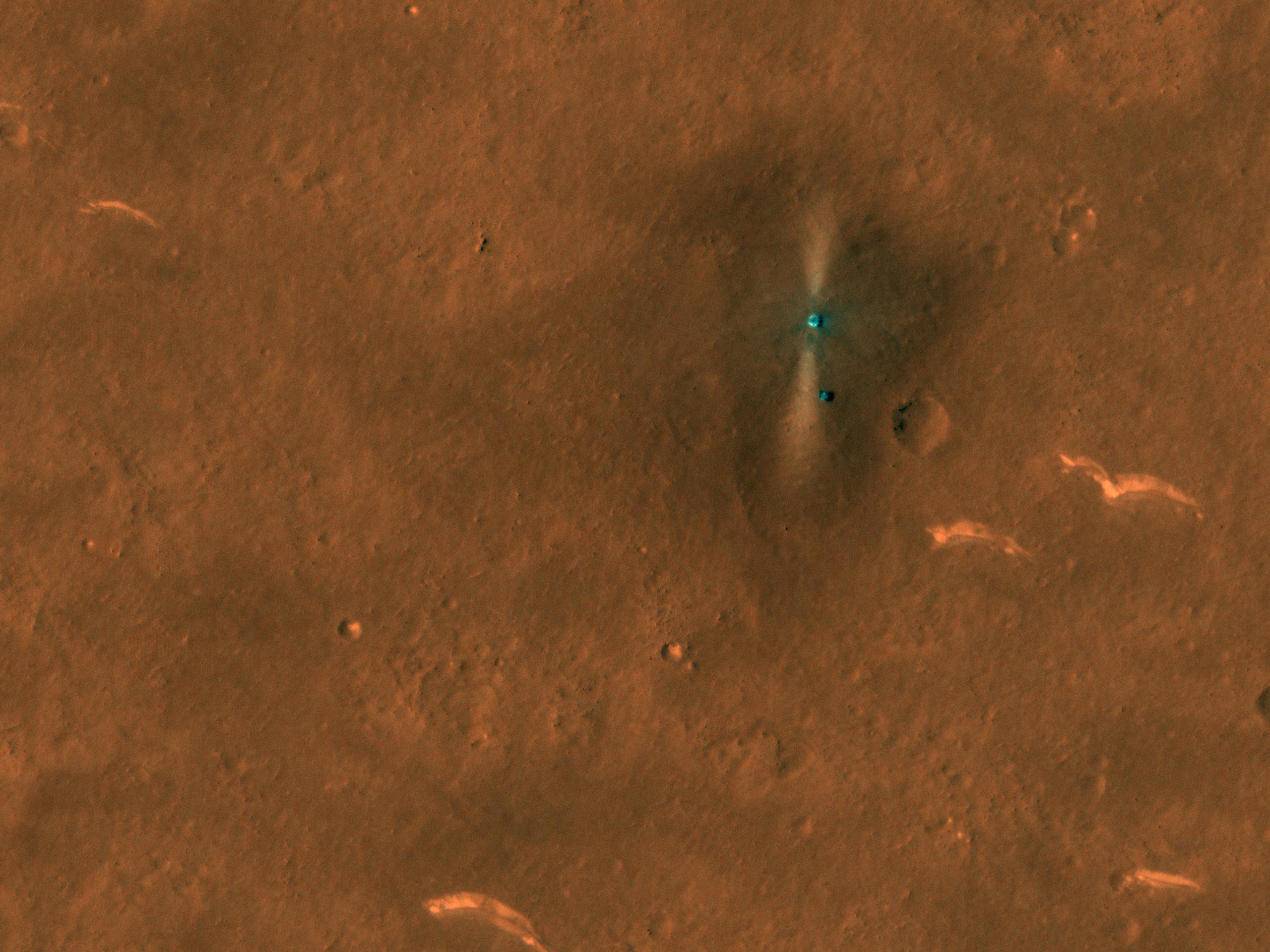 """美国亚利桑那大学HiRISE相机团队日前公布了他们拍到的""""祝融号""""火星车的照片。"""