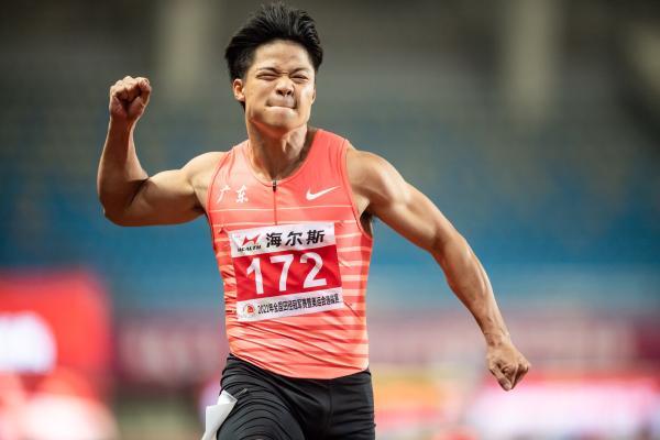 苏炳添以9秒98的成绩夺冠。 本文图片 IC