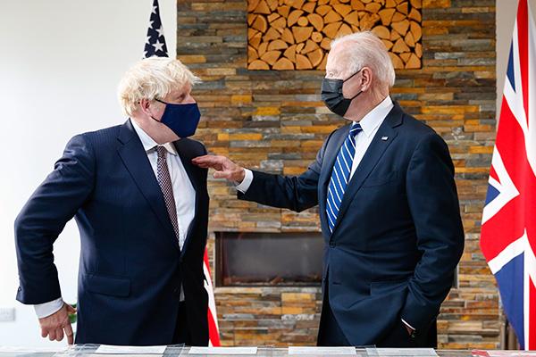 正在英国访问的美国总统拜登于当地时间6月10日与英国首相约翰逊举行首次面对面会谈。人民视觉 图