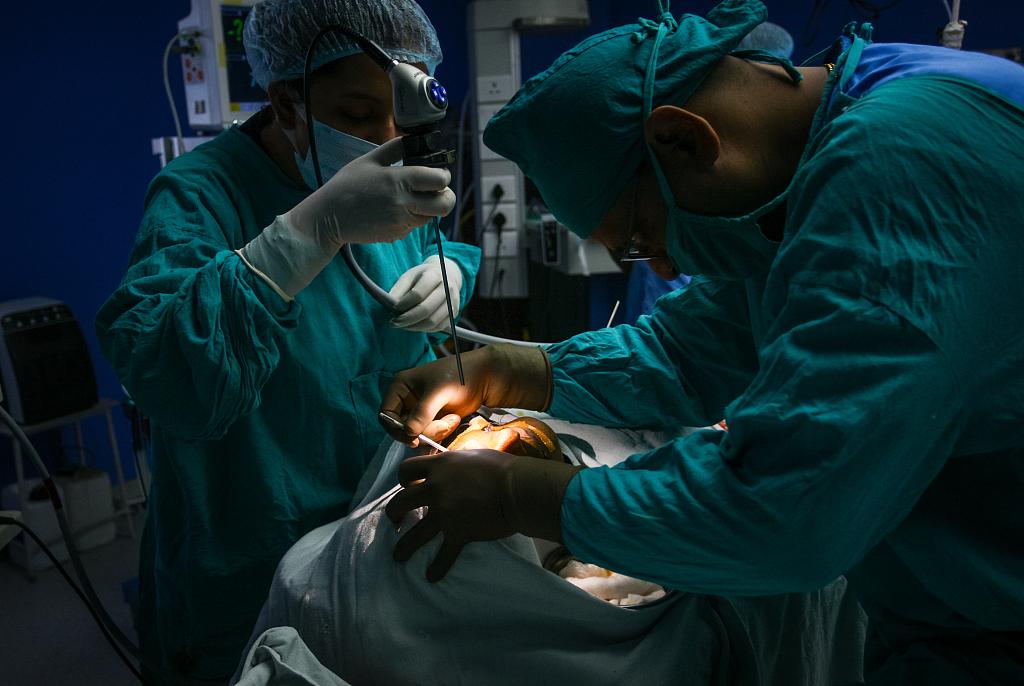 印度毛霉菌病患者在医院接受治疗。