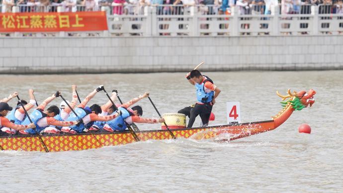 """百桨翻飞!端午龙舟赛在上海松江开赛,""""屈原""""吟诵拜水祭文"""