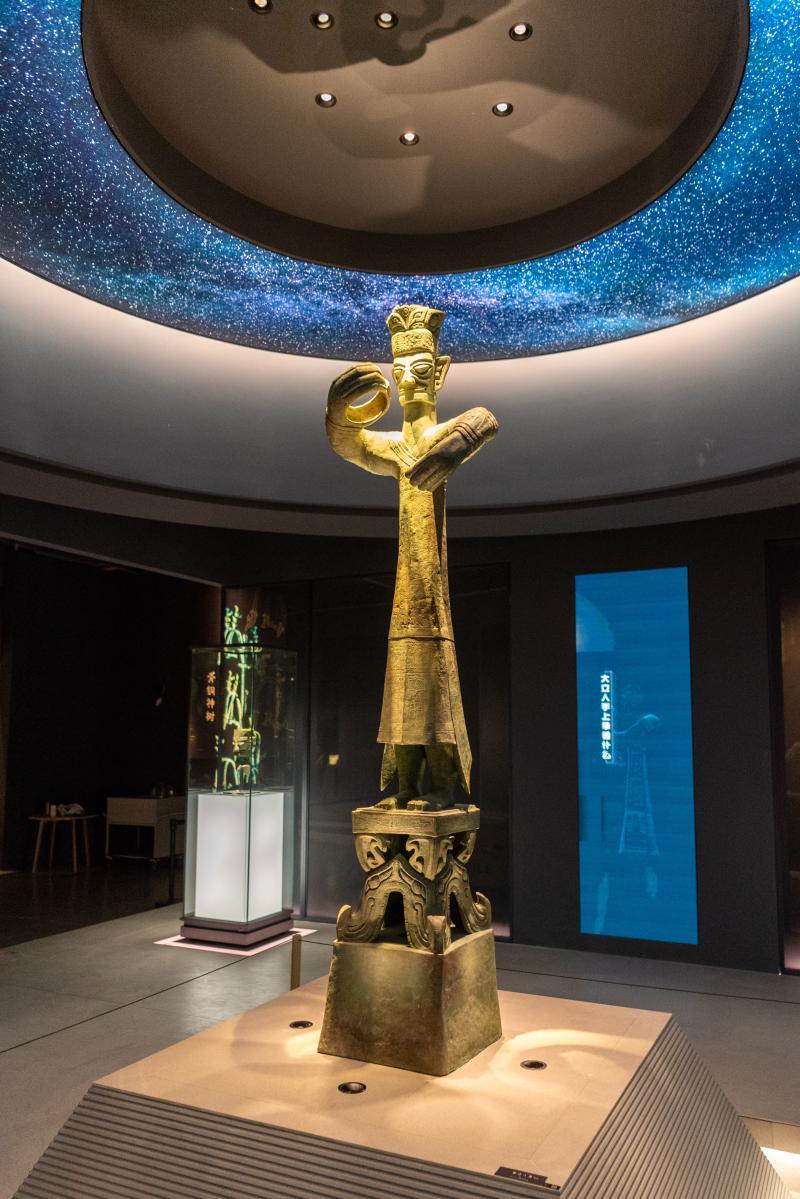 铜大立人像(复制品)