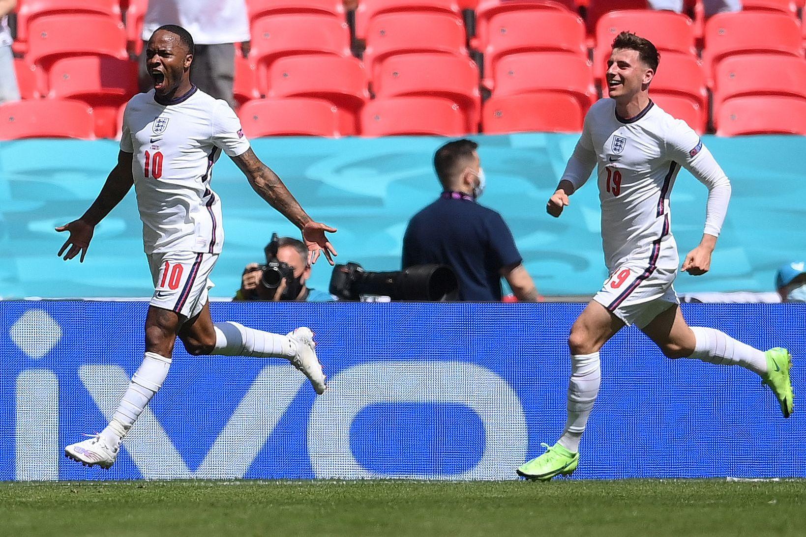 英格兰1-0复仇克罗地亚:打破首秀不胜纪录,斯特林建功
