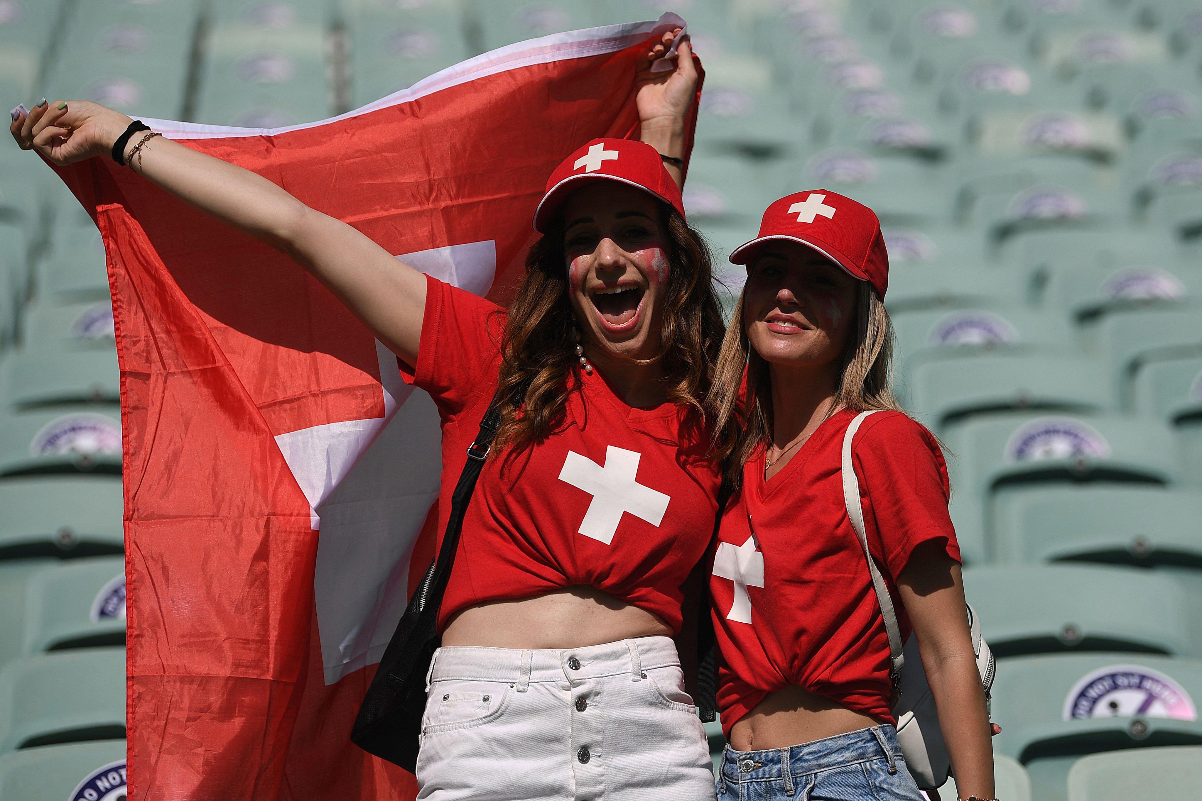 来到巴库的瑞士女球迷。