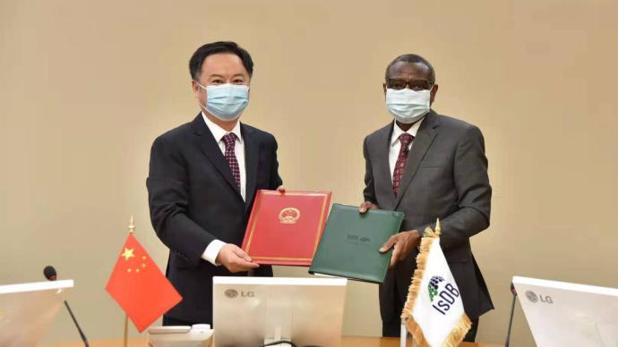 中国外交部和伊斯兰开发银行签署合作协议