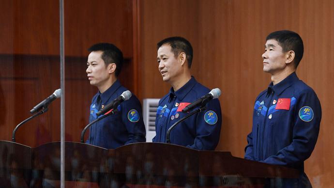 神舟十二号航天员受访:为国出征荣耀一生,新老搭配各有优势