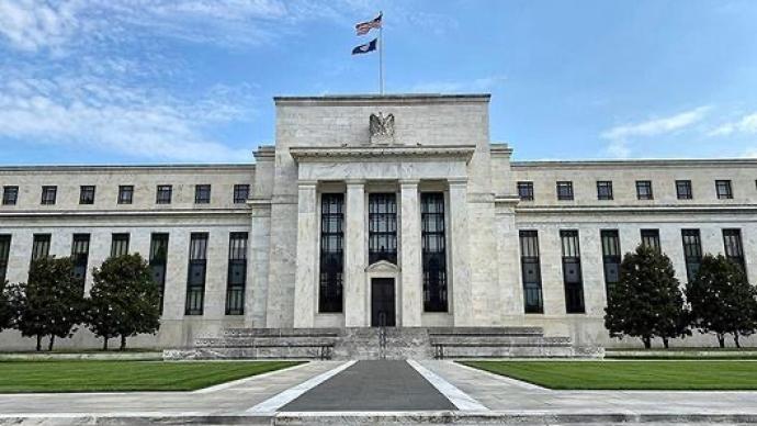 美联储大幅上调通胀预期,大多数官员预计2023年开始加息
