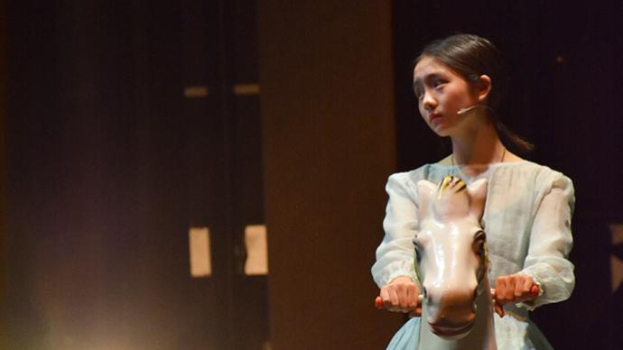 15岁多多再次登台,和何炅一起出演赖声川的《水中之书》