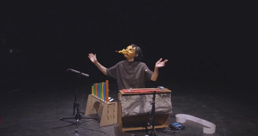 Margaret演奏玩具钢琴