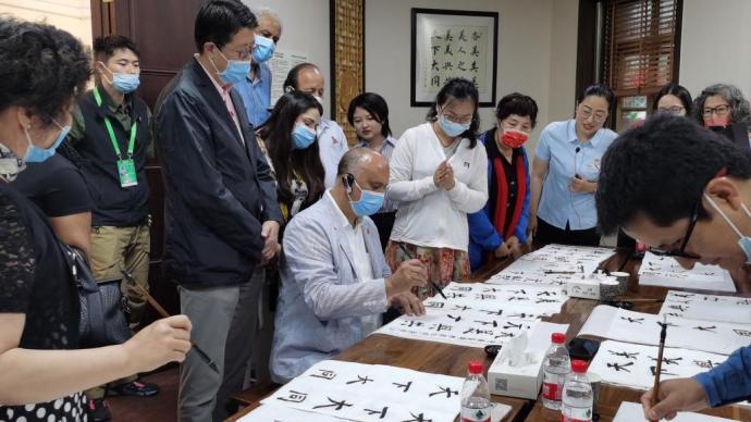 驻华使节点赞上海社区治理:国际社区洋溢家的温暖