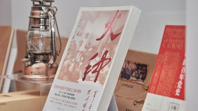 """世纪朵云庆祝建党百年,""""初心书房·朵云站""""亮相上海之巅"""