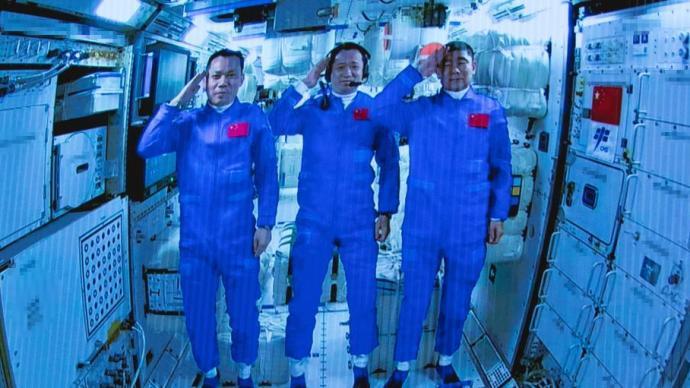 """图集 中国航天员在""""太空别墅""""向你致敬!"""
