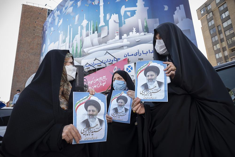 当地时间2021年6月11日,伊朗德黑兰,伊朗总统大选将于6月18日举行,支持者参加总统候选人、伊朗司法总监易卜拉欣·莱希(Ebrahim Raisi)的竞选活动。