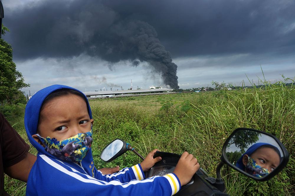 当地时间2021年6月12日,印度尼西亚芝拉加普,印尼国家石油公司炼油厂发生火灾。