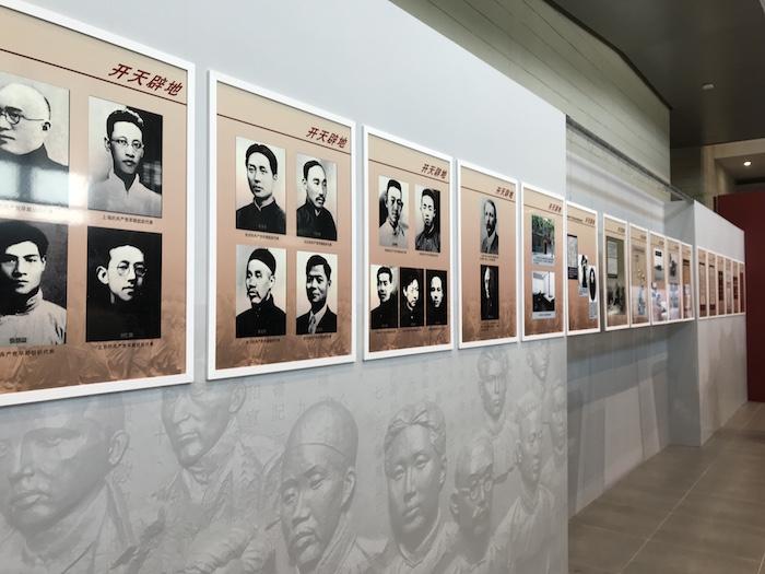 """""""开天辟地——中国共产党创建史展""""展厅现场"""