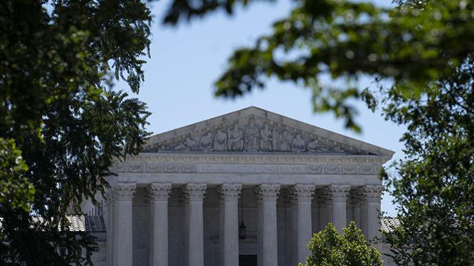 """美最高法院再维持""""奥巴马医保"""",两位特朗普任命大法官投赞成票"""