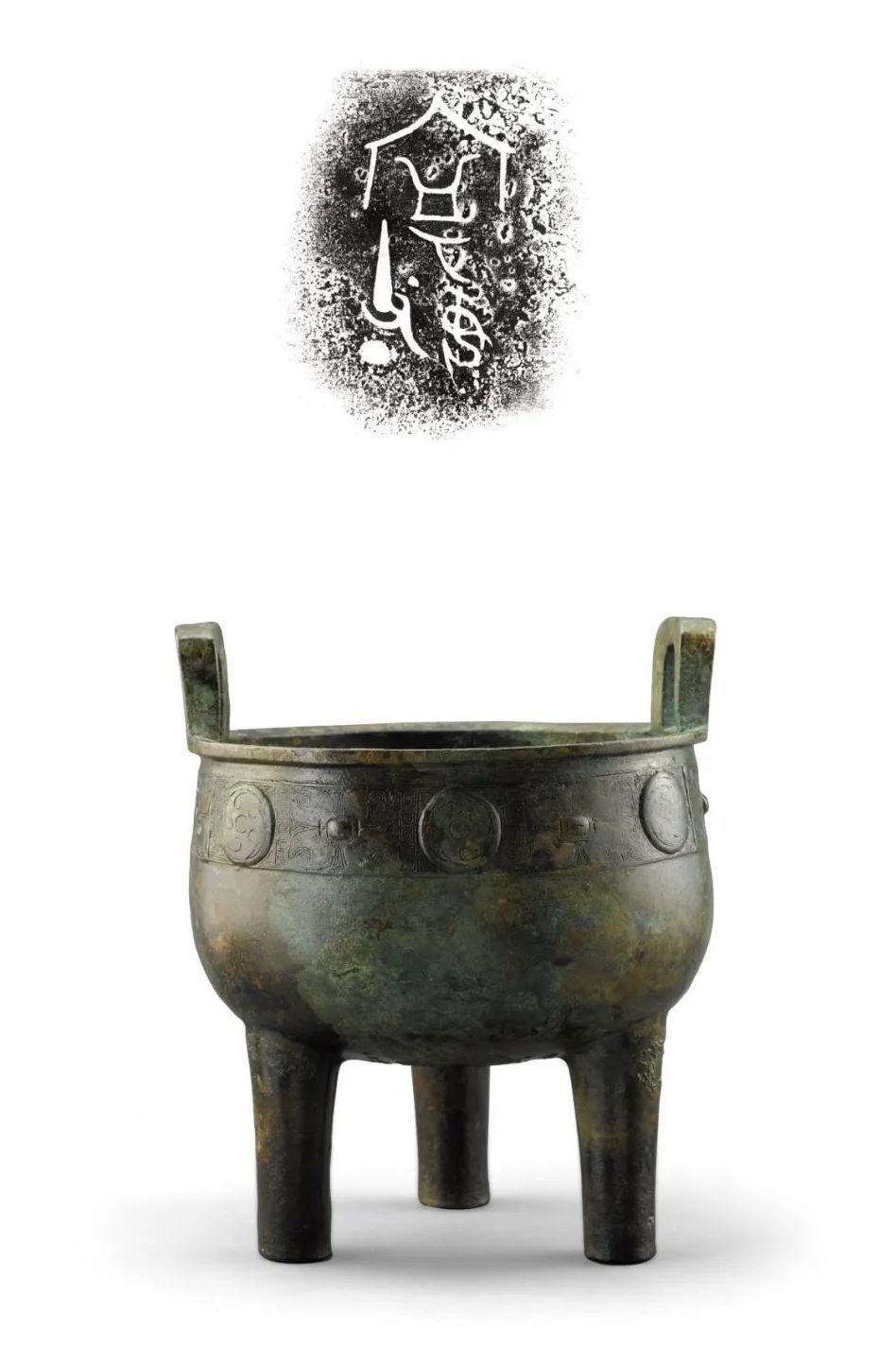 宁女父丁鼎 ,商代晚期(公元前13世纪—前11世纪初), 高29.9厘米 口径14.5厘米 重4.88 千克,李荫轩先生 邱辉女士捐赠