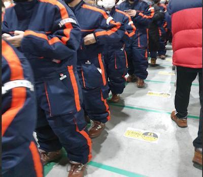 韩国物流公司Coupang在疫情期间的工作实况,公司未采取防疫措施,导致许多工人感染新冠肺炎。(图片由崔圭镇教授提供)