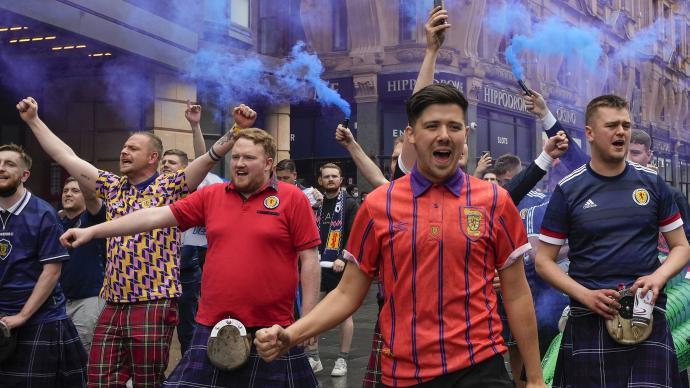头条欧洲杯 说好的英伦内战,就给我们看这个?