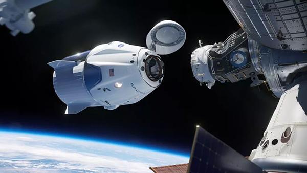 """载人""""龙""""飞船与国际空间站对接。"""