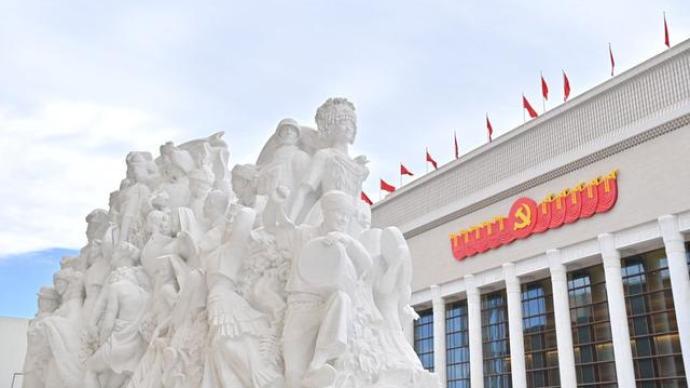 北京新亮相的这五组大型雕塑:从《旗帜》到《追梦》
