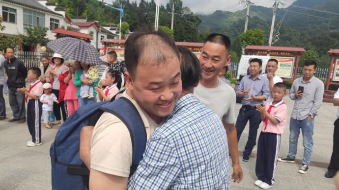 男子将5岁孩子托付本村老人照看后被拐,31年后终团圆