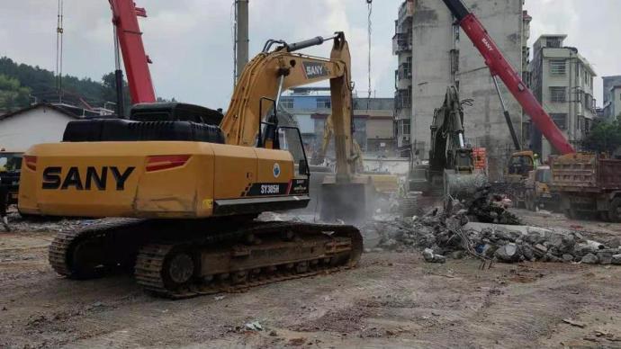 湖南汝城县民房垮塌12人被困,5死7伤