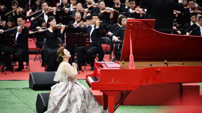 百架钢琴户外齐奏,唱支山歌给党听