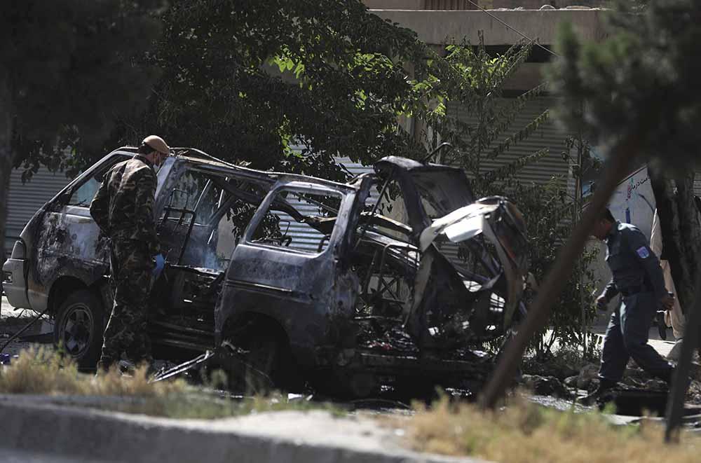 当地时间2021年6月12日,阿富汗首都喀布尔的一条公路当天发生两起爆炸袭击事件,已造成7人死亡、6人受伤。人民视觉 图