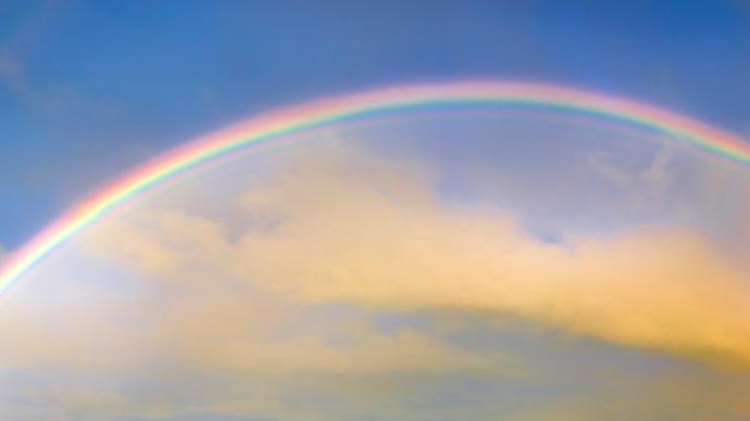 夜读|当彩虹出现,不要克制你的眼