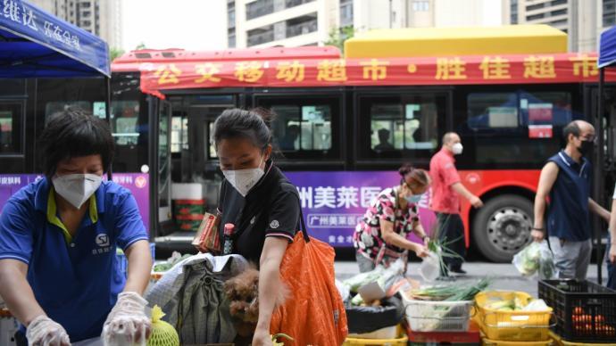 """中青报刊文:面对疫情的""""广式态度""""让我在中国感到安心"""