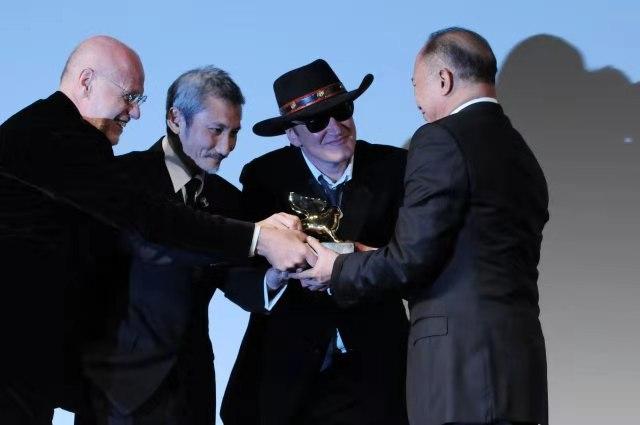 2010年,马可·穆勒、徐克、昆汀·塔伦蒂诺授予吴宇森终身成就奖。