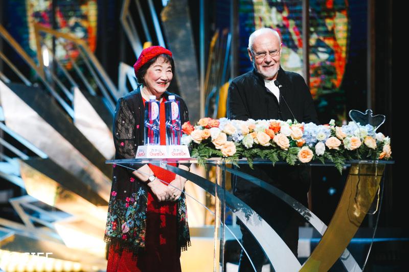 祝希娟与马可·穆勒在上海国际电影节颁奖典礼上